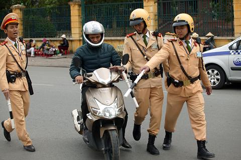 Cảnh sát giao thông chỉ được dừng xe trong các trường hợp sau